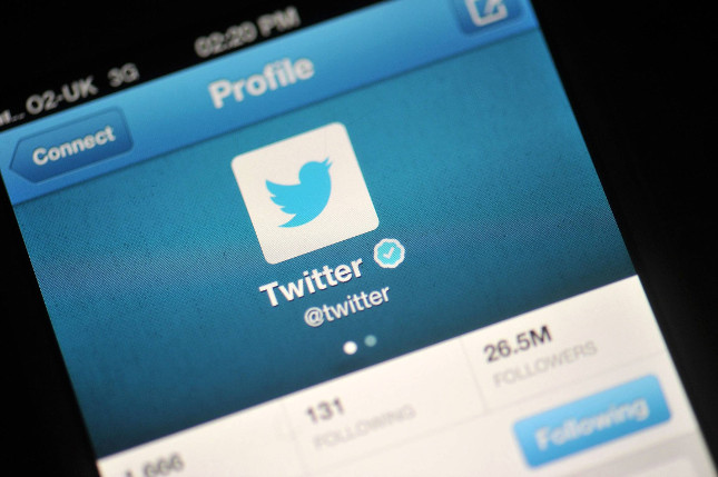 Twitter retira la verificación de cuentas de usuarios que incumplen las normas de la red social