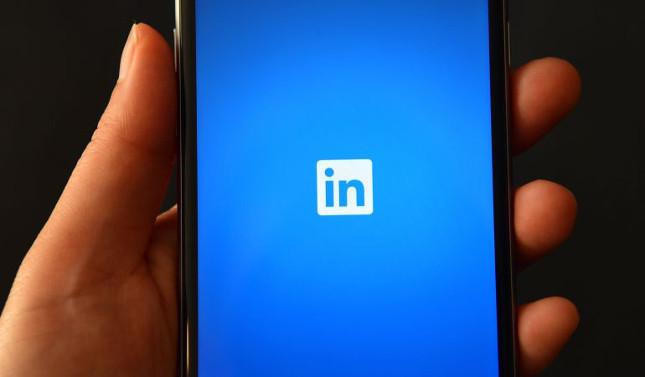 LinkedIn incorpora un botón de estado en su versión móvil