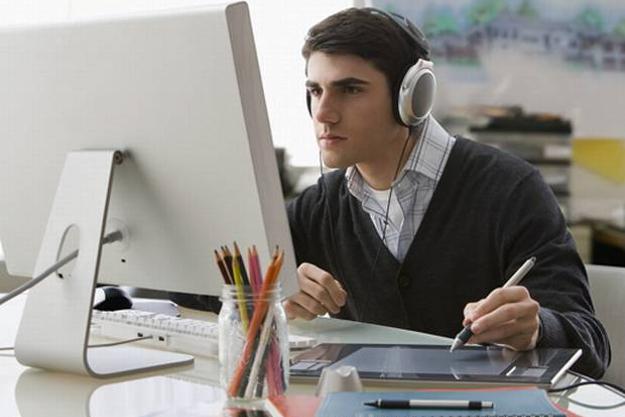 LinkedIn y Spotify: La música mejora el rendimiento laboral
