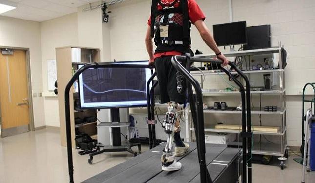 Inteligencia Artificial ayuda a caminar con prótesis robótica