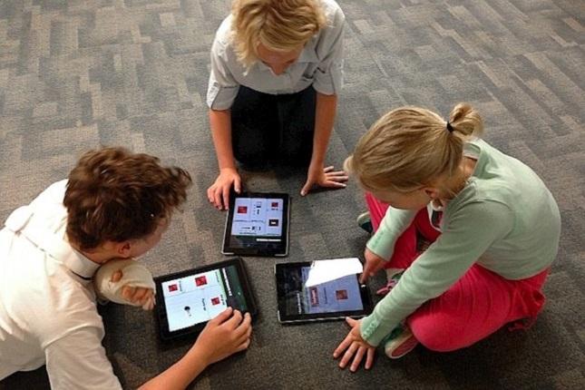 Adolescentes españoles invierten más tiempo en Internet que en el colegio