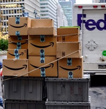 Amazon restringe a sus vendedores para que no utilicen FedEx en plena campaña