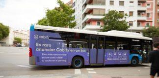 Cabify presenta una irónica campaña en los autobuses de Madrid