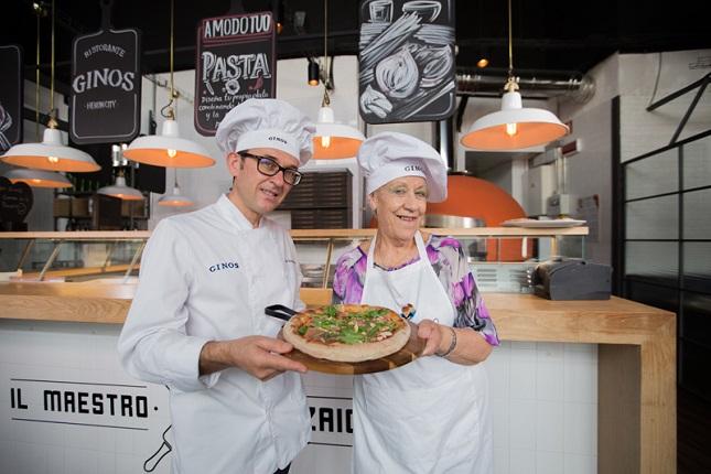 Ginos transforma un pedido de pizza en compañía para los mayores