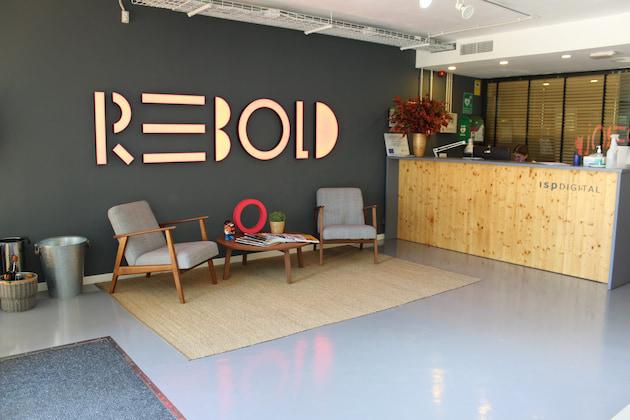 Rebold incorpora a tres profesionales sénior