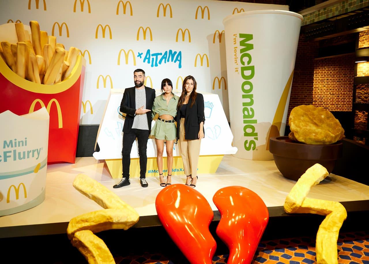 Dani Mateo, Aitana y Natalia Echeverria, Chief Marketing & Digital Officer de McDonald´s España, en la presentación de la campaña.