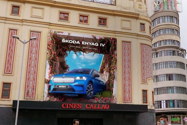 Callao City Lights florece al paso del nuevo ŠKODA ENYAQ iV