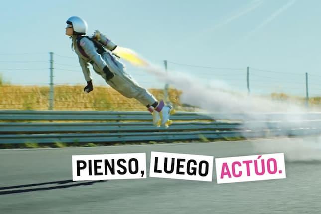La nueva campaña de Pingüino Torreblanca para Yoigo propone vivir