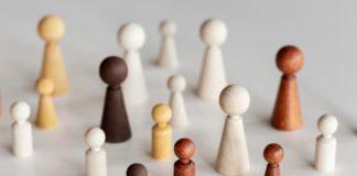 La industria publicitaria discrimina por edad y situación familiar, según la WFA
